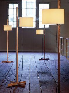 Lampe sur pied contemporaine en bois (réglable) TMM by Miguel Milá SANTA&COLE