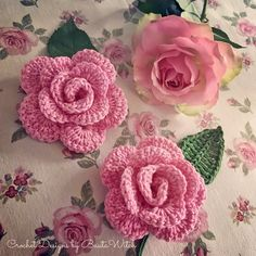 Crochet roses by BautaWitch.