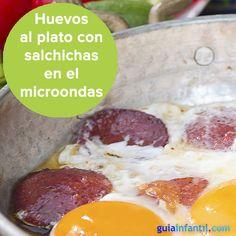 Sin sartenes ni hornos, ¡haz unos huevos al plato en el microondas! http://www.guiainfantil.com/recetas/huevos/huevos-al-plato-con-salchichas-en-microondas/