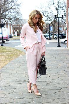 Spring Workwear Look - pastel pants suit