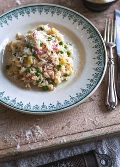 Leak, pancetta and pea risotto Rissoto, How To Make Risotto, Fondue, Risotto Rice, Good Food, Yummy Food, Pasta, Cheat Meal, Food Recipes