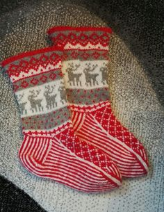 Christmas socks with raindeers garnstudio.com Christmas Stockings, Socks, Holiday Decor, Handmade, Home Decor, Hand Made, Hosiery, Stockings, Home Interior Design