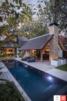 Modern Barn House, Modern House Design, Modern Cottage, Casas Containers, Dream House Exterior, Modern Bungalow Exterior, Modern Farmhouse Exterior, Dream Home Design, Exterior Design