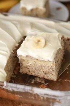 This is, hands down, the BEST banana cake I've ever had. It's soft, fluffy, moist and rich all at the same time! Once cooled this cake is topped with a totally irresistible lemon cream cheese frosting. Beaux Desserts, No Bake Desserts, Just Desserts, Delicious Desserts, Dessert Recipes, Yummy Food, Picnic Recipes, Baking Desserts, Cake Baking