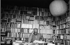 Michel Foucault at home photographed by Martine Franck Bobby George, Etat Civil, Great Philosophers, Great Thinkers, Personal Library, Writers And Poets, Friedrich Nietzsche, Michel, Book Authors