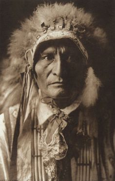 Standing Bear - Ogalala [portrait of a chief] (The North American Indian, v. III. Cambridge, MA: The University Press, 1908)