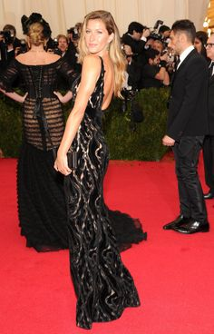 Can You Spot the Stars in the Background of These Met Gala Snaps?: When you're walking the star-studded and packed red carpet at the 2014 Met Gala in NYC, it's difficult to always be in the right place at the right time.