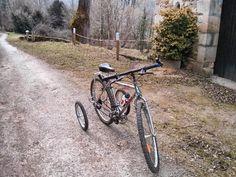 Les stabilisateurs EZ Trainer montés sur le vélo d'un client.