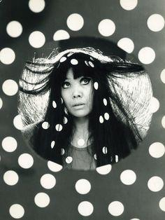 Yayoi Kusama: japanese artist- Su caracteristica principal es basasa en un obsecion.