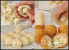 galeta unlu patates topları enfes patates topları yapımı için Malzemeler; *1,5 kg kadar patates ( haşlanıp ezilecek ) *küp küp doğranmış kaşar, *Yarım çay bardağı sıvı yağ *yeteri kadar tuz, karabiber *Galeta unu (dagılmamasını garintilemek için 2 yumurta sarısı) Hazırlanışı; 1.Patatesleri, zeytinyağı, tuz ve karabiber karıştırarak yoğuralım. 2.Yoğurduğumuz patateslerden ceviz büyüklüğünde parçalar alıp, elimizde yuvarlayalım.…