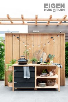 An outdoor kitchen in the garden is great for a summer evening An outdoor kitchen … - All For Decoration Outdoor Dining, Outdoor Spaces, Outdoor Decor, Backyard Projects, Garden Projects, Family Garden, Home And Garden, Garden Cottage, Outside Living
