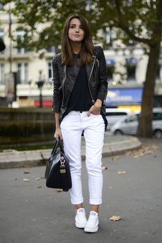 Lederjacke Schwarz-Weiß-Outfit-Ideen Your Attitudes Are The Clothes Of Your Soul How are you dressed How To Wear White Converse, How To Wear White Jeans, Outfits With Converse, Womens Converse Outfit, Black Sneakers Outfit, Converse Fashion, Sneakers Women, Mode Outfits, Dressy Casual Outfits