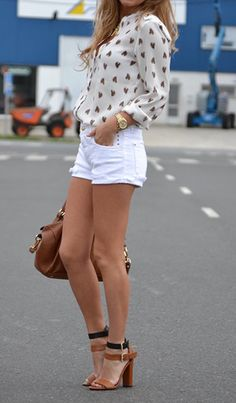 This is a great mix for white and camel, and those shoes OMG !!!