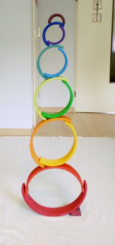 Houten regenboog van Grimm's of Bajo: spelvormen – Montessori & Steiner Waldorf Crafts, Waldorf Toys, Grimm's Toys, Kids Toys, Grimms Rainbow, Wooden Rainbow, Rainbow Art, Rainbow Blocks, Creative Play