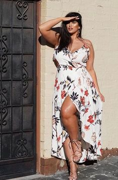 If you are looking for plus size fashion ideas, monochrome might just be your best friend. If you are someone looking to invest in a plus size fashion haul then going for monochromatic looks might be a good idea. Looks Plus Size, Look Plus, Plus Size Model, Size 10 Models, Curvy Models, Plus Size Fashion Tips, Plus Size Beauty, Plus Fashion, Womens Fashion