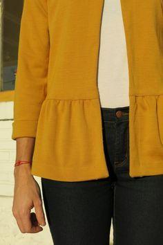 Monceau Weste auf Baskisch – am Sonntagmorgen - Suzy's Fashion Trendy Outfits, Cool Outfits, Fashion Outfits, Blouse Patterns, Blouse Designs, Sewing Patterns, Sewing Clothes, Diy Clothes, Diy Vetement
