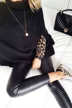 Throwing on a little leopard print can give any old outfit that added level of oomph needed to turn heads. It's edgy, bold, and guaranteed to give Look Fashion, Trendy Fashion, Womens Fashion, Fashion Trends, Fashion Style Tips, Fall Fashion, Cheap Fashion, Fashion Details, Fashion Outfits