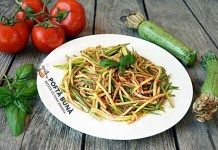 Spaghete din dovlecei, cu sos de rosii fara fierbere Japchae, Green Beans, Vegetables, Ethnic Recipes, Food, Vegetable Recipes, Eten, Veggie Food, Meals