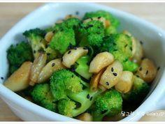 [브로콜리 마늘볶음] 건강한 반찬 - 브로콜리 마늘볶음 Korean Dishes, Korean Food, Korean Recipes, Healthy Dishes, Healthy Recipes, Good Food, Yummy Food, Vegetable Seasoning, Light Recipes