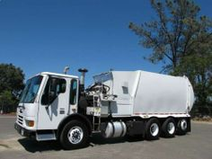 USED 2003 FREIGHTLINER GARBAGE CONDOR BRIDGEPORT 34 YARD AUTOMATED SIDE LOADER #truck
