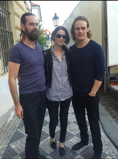 Duncan LaCroix (Murtagh), Caitriona Balfe (Claire) and Sam Heughan (Jamie). Outlander Serie, Outlander Season 2, Outlander Casting, Outlander Funny, Outlander 2016, Outlander Novel, Outlander Quotes, Sam Heughan Caitriona Balfe, Sam Heughan Outlander