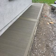Beautiful Concrete Finishing Ideas - Engineering Discoveries Driveway Entrance Landscaping, Side Yard Landscaping, Driveway Design, Backyard Fences, Concrete Stepping Stone Molds, Concrete Casting, Concrete Walkway, Paving Stones, Concrete Floor Repair