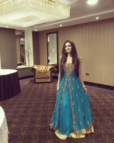 5 Dress Styles That Will Make You Look Thinner. While particular ladies wear products you see on the runway might look terrific on models, they might not look great on every woman. Shadi Dresses, Indian Gowns Dresses, Pakistani Bridal Dresses, Pakistani Dress Design, Pakistani Outfits, Indian Outfits, Indian Wedding Gowns, Indian Bridal Wear, Party Dresses Online