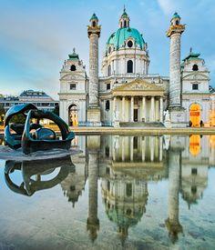 La Iglesia de San Carlos, uno de los monumentos más espectaculares que ver en Viena.