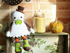Amigurumi Today has a wide variety of free fantasy creature amigurumi patterns and fairy animal crochet patterns. You can choose animal amigurumi patterns in accordance with your taste and crochet skill level. Crochet Gratis, Crochet Amigurumi Free Patterns, Cute Crochet, Crochet Toys, Knitting Patterns, Halloween Geist, Spooky Halloween, Halloween Crafts, Happy Halloween