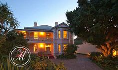 MEDINDI MANOR, Rondebosch, Cape Town - A place of tranquillity - relaxed and stylish 4 star Guest House accommodation in Rondebosch. Come and enjoy the salt water pool, stunning gardens and professional staff.
