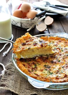 Hash Brown Quiche Lorraine - great things happen when you do a mash up of two brunch favourites. Tastes like a quiche X hash brown x potato gratin dauphinoise.