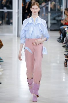 See the complete Y/Project Spring 2018 Ready-to-Wear  collection.