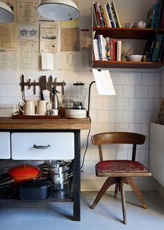 Drömmer du om en 1920-talslägenhet? Det här blev resultatet när en nära nog orörd 20-talslägenhet i Stockholm renoverades från grunden.  Av: Gill Renlund Fotograf: Martin Löf    När...