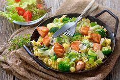 Neodoljiva tjestenina s brokulom i svježim sirom - CentarZdravlja Pasta Salad, Cobb Salad, Gluten Free Recipes, Healthy Recipes, Fusilli, Salmon Recipes, Guacamole, Salads, Broccoli