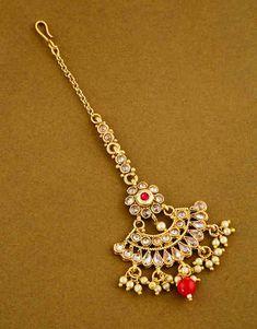 Maang Tikka Design, Maang Tikka Kundan, Tikka Designs, Tika Jewelry, Jewelry Art, Gold Jewelry, Jewelry Design, Gold Necklace, Rajasthani Bride