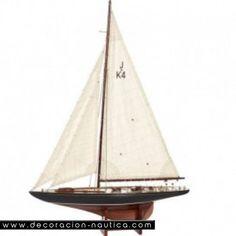 Maqueta velero ENDEAVOUR   preciosa maqueta de el velero Endeavour (1934) fue construido según las reglas de la clase J para participar en la Copa de América en 1934. . Velero náutico de madera.  Medidas: Alto:93.00 x Largo:65.00 x Ancho:14.00 cm.  Peso: 0.92 Kgs.