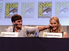 Pin for Later: Jennifer, Josh, and Liam Have the Cutest Comic-Con Reunion!