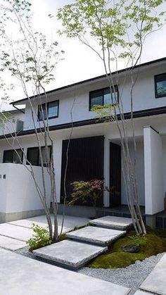 住友林業緑化株式会社 | 個人のお客様 | 実例紹介 | シンプルな白壁とやわらかい植栽の対比で魅せる Arch House, My House, Architecture Details, Modern Architecture, Peaceful Home, Concrete Steps, Front Steps, Courtyard House, Exterior House Colors