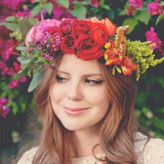 love this look for hair and floral crown. Flower Crown Tutorial, Diy Flower Crown, Diy Crown, Flower Crowns, Flower Headbands, Small Flower Bouquet, Flower Head Wreaths, Real Flowers, Diy Flowers
