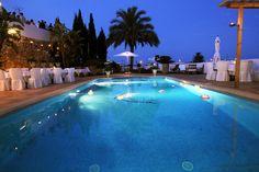 Banquete nupcial en la piscina
