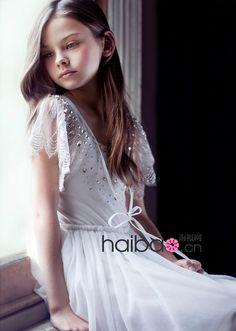 little girl flower dress (6), via Flickr.  Flower Dress #2dayslook #ramirez701 #FlowerDress  www.2dayslook.com