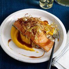 Roasted Salmon, Baked Salmon, Salmon Recipes, Diet Recipes, Baked Catfish, Lemon Garlic Pasta, Salmon Tacos, Quick Pickled Cucumbers, Salmon Dinner