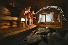 Sit on your butt and get healthier? Normally, that doesn't wrok, but it does when you're sitting in a sauna. Here's six big benefits of the sauna. Sauna Health Benefits, Building A Sauna, Traditional Saunas, Sauna Design, Finnish Sauna, Outdoor Sauna, Wellness Spa, Wellness Center, Great Shots