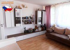 Недвижимость в Чехии: Продажа квартиры 3+КК, Прага 8 - Карлин, 145 000 € http://portal-eu.ru/kvartiry/3-komn/3+kk/realty270  Предлагается на продажу квартира 3+КК площадью 42 кв.м в районе Прага 8 – Карлин стоимостью 145 000 евро. Квартира находится на седьмом этаже двенадцатиэтажного дома и состоит из двух отдельных комнат, гостиной с кухней, ванной комнаты и туалета. В квартире была произведена реконструкция в 2010 году. В доме есть ресепшн, имеется возможность использования террасы с…