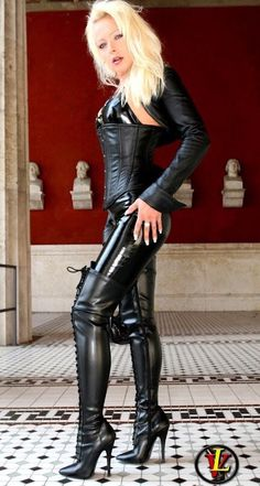 Lady Vanessa in a very Cool and drop dead sexy outfit! Leather Pants Outfit, Leather Dresses, Sexy Outfits, Sexy Dresses, Leder Outfits, Leather Corset, Leather Catsuit, Sexy Latex, Sexy Boots