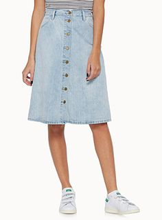 This is a denim skirt from Levi's for 2016 spring. The color is light indigo color, and it has metal buttons on the front. All button on the front is still one of the trendy skirt since 2015. This faded, vintage denim is for a fashionable distressed look. Flared fit and rounded front pockets give cute and casual style looking obviously.