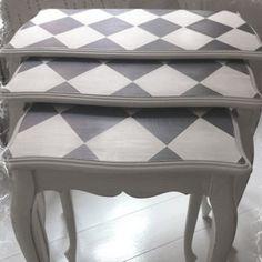 Tris di Tavolini rinnovati con piano a rombi! Che piccola grande idea! ;) #VintagePaint #recupero #pianoconrombi