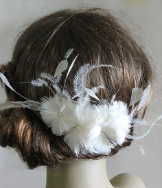 Ivory feather flower bridal comb - 4 inch fascinator - wedding feather hair comb