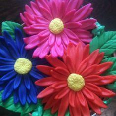 Gumpaste gerber daisies
