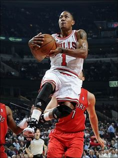 0e0a218952b4 Welcome back D Rose! Basketball Players